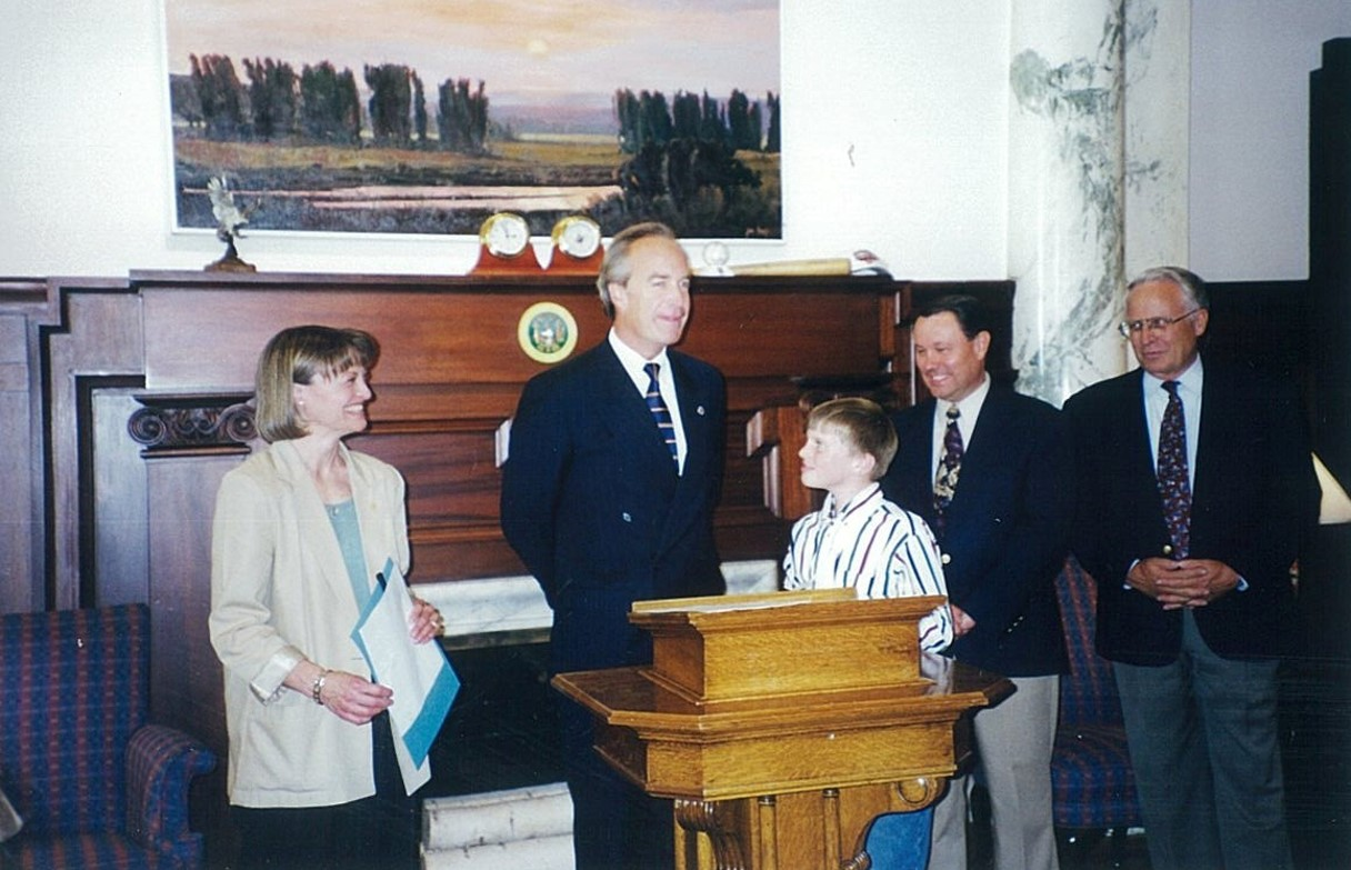 Picture of Kathy Thomson with Gov. Dirk Kempthorne